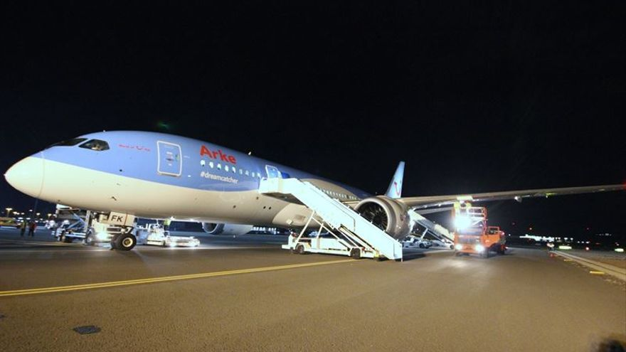 El Boeing B-787 Dreamliner de TUI Airlines Nederland en el Aeropuerto de Lanzarote.