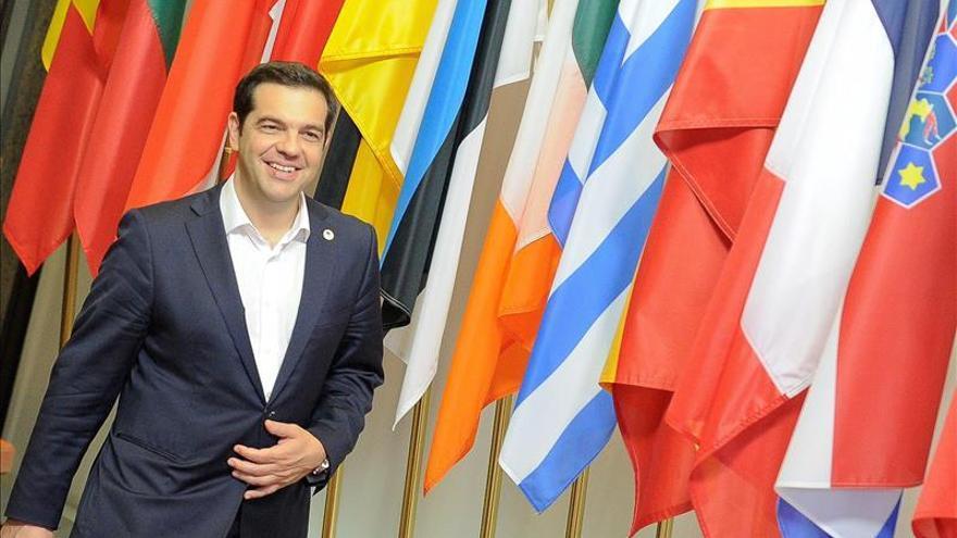 """Tsipras llama a asumir la """"responsabilidad"""" para no permitir la """"ruptura"""" de la UE"""