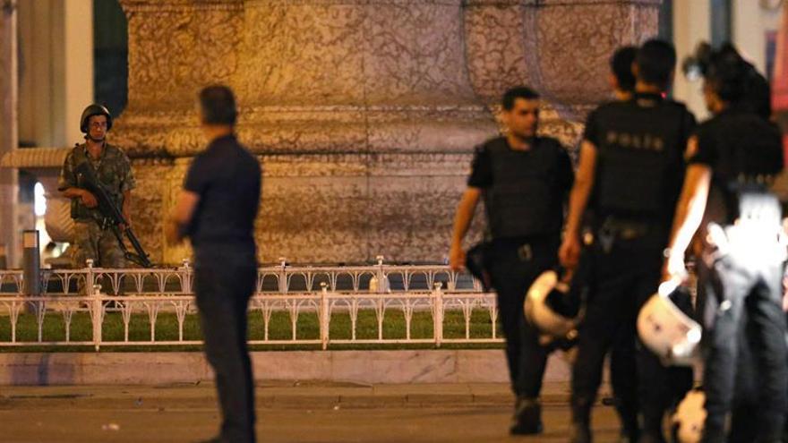 Erdogan llega Estambul y la presidencia da por acabada la intentona golpista