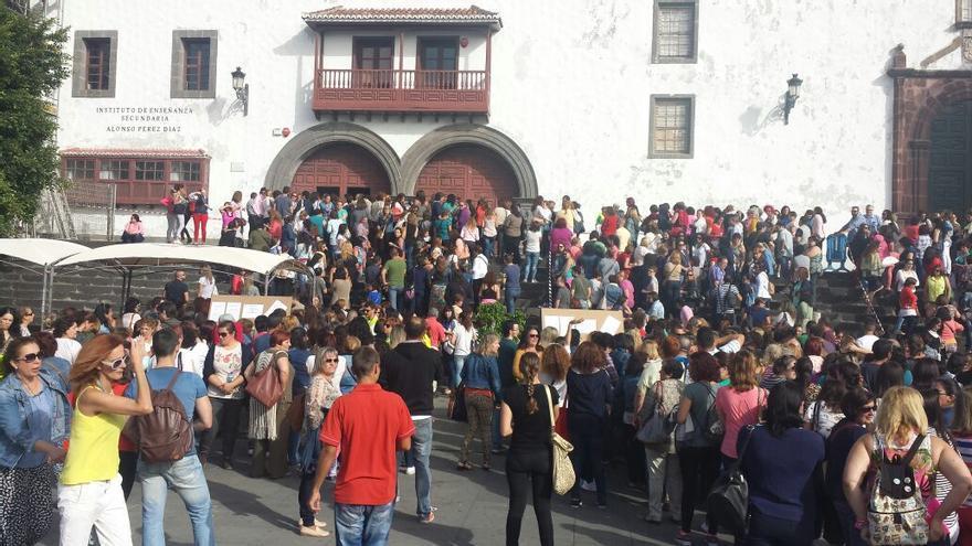 En la imagen, los opositores, este sábado, en el el IES Alonso Pérez Díaz.
