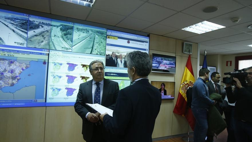 """Zoido pide evitar """"ocurrencias"""" y planificar sin improvisación restricciones al tráfico como las de Madrid"""