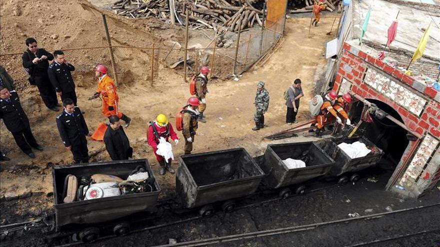 Un total de 25 personas están atrapadas por el derrumbe de una mina en China