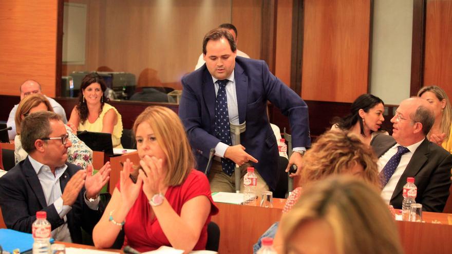 El diputado del PP Francisco Núñez, en el momento de abandonar la sala