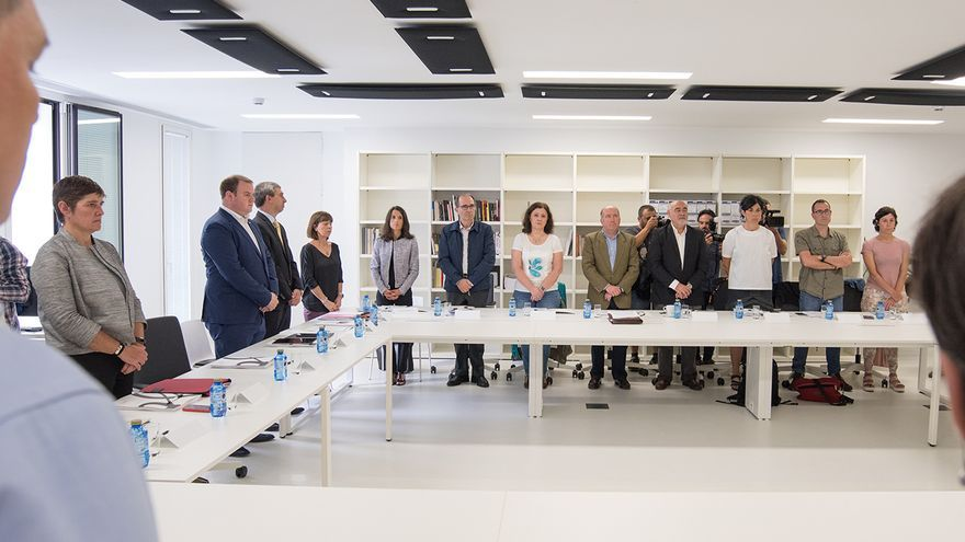 Minuto de silencio en una reunión del Consejo de Gogora