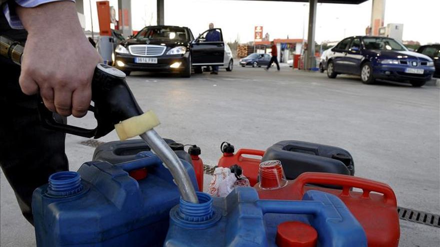 El consumo de carburantes sube un 4,4 % en agosto y suma nueve meses al alza