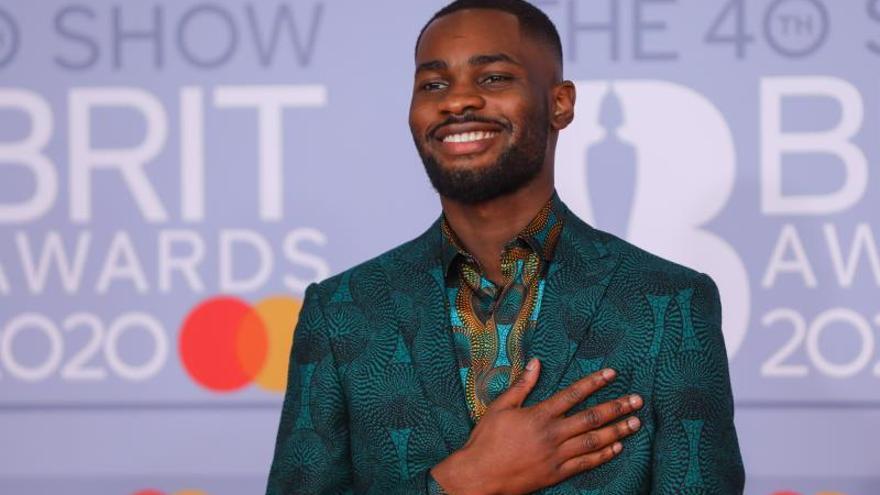 Rapero ganador de un premio Brit llama racista al primer ministro británico