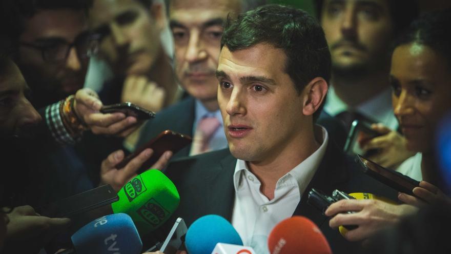 Rivera viaja hoy a Grecia para conocer de primera mano la situación de los refugiados