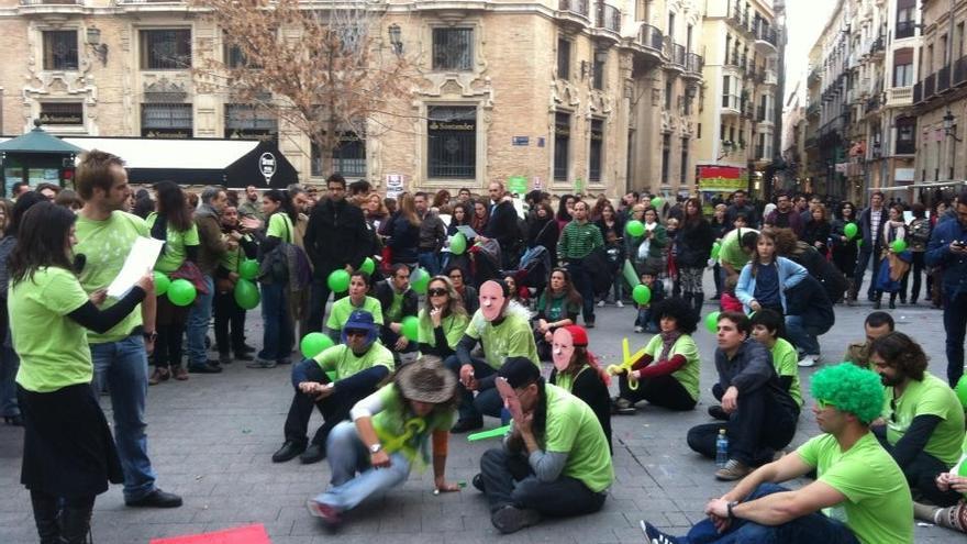Concentración de protesta de los docentes en la plaza de Santo Domingo de Murcia