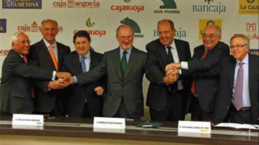 Los presidentes de Caja Madrid, Rodrigo Rato; Bancaja, José Luis Olivas; Caja In