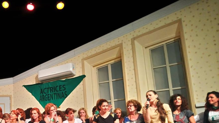 Actrices Argentinas, durante la lectura del manifiesto en apoyo a Thelma Fardín.