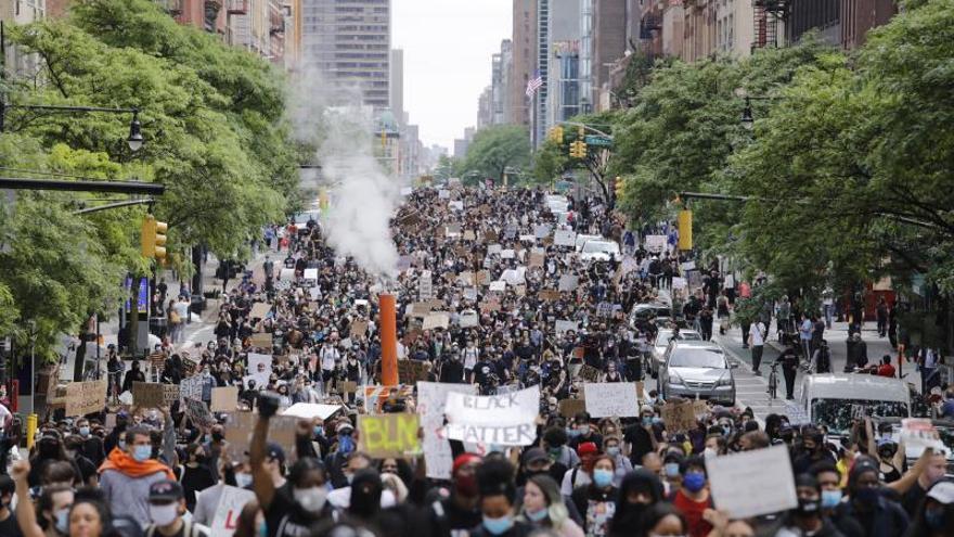 Los neoyorquinos vuelven a retar el toque de queda pero sin disturbios