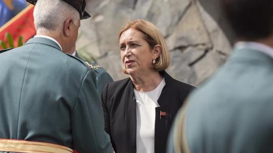 La delegada del Gobierno en Canarias, Mercedes Roldós durante el acto del día de la Virgen del Pilar, patrona de la Guardia Civil, celebrado en la comandancia de Santa Cruz de Tenerife
