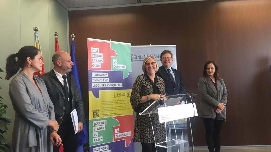 La consellera de Vivienda, María José Salvador, y el presidente del Consell, Ximo Puig