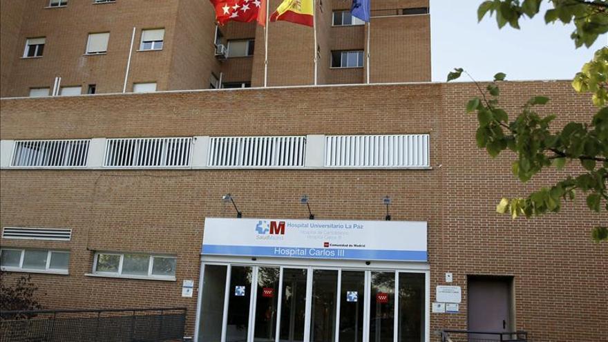 La enfemera está ingresada en el hospital Carlos III.
