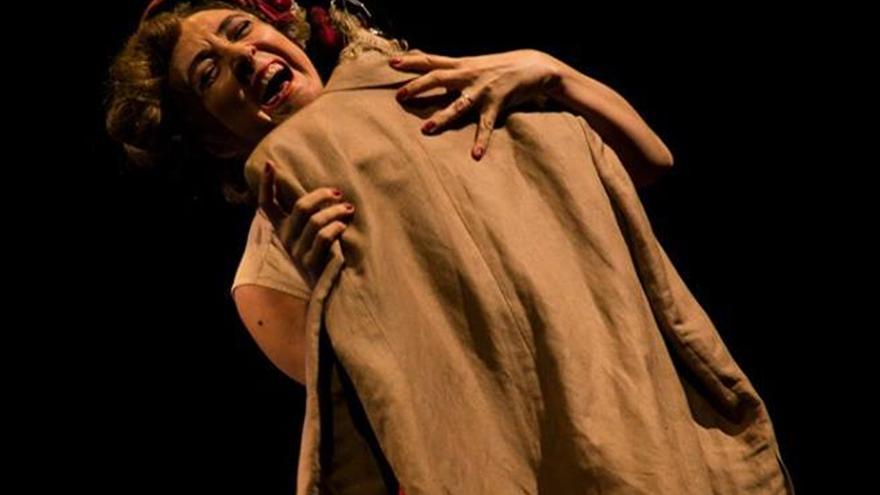 Andrea Juliá es la autora e intérprete de 'Dalias de dormida luna'.