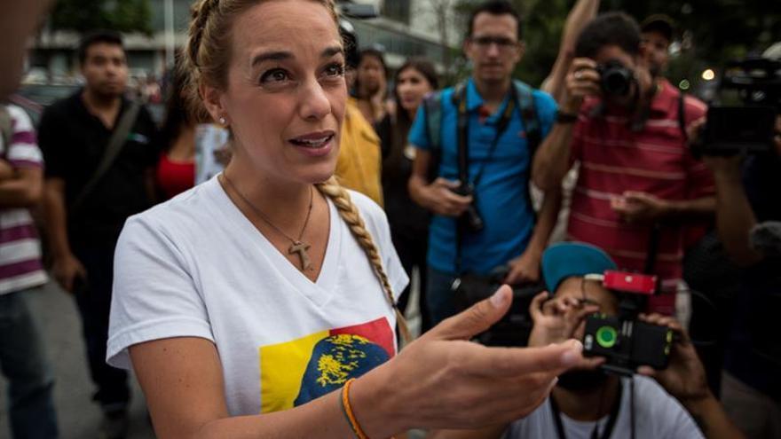 Esposas de opositores presos piden al defensor del pueblo velar por sus DDHH