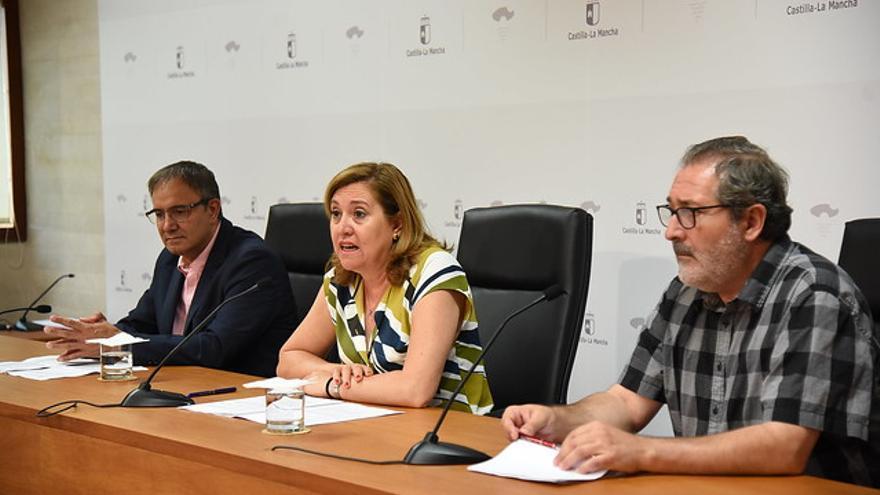 Rosa Ana Rodríguez junto al viceconsejero de Cultura, Jesús Carrascosa (izq.) y el jefe de Servicio de Patrimonio, Ramón Villa