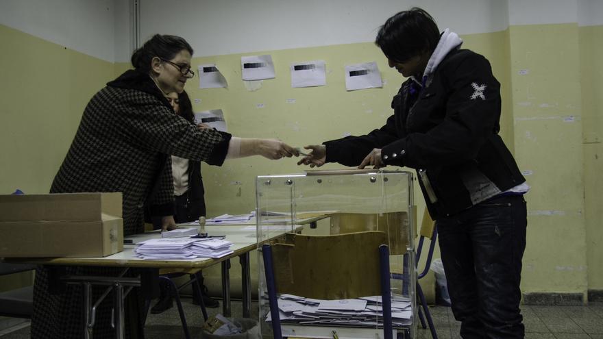 Ambiente en un colegio electoral del barrio de Exarjia. \ Clara Palma
