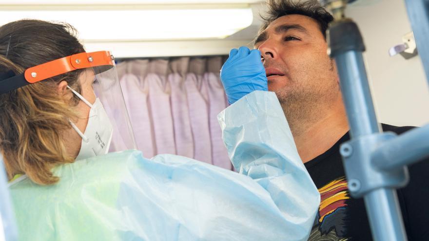 Bajan en 16 los hospitalizados en Andalucía y hay 6 menos en la UCI