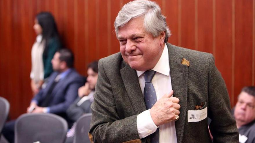 El padre de Lepoldo López denuncia la incomunicación en prisión de su hijo
