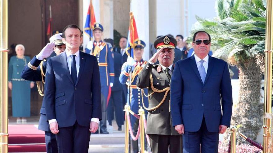 Macron pide a Al Sisi respeto de los derechos humanos en Egipto