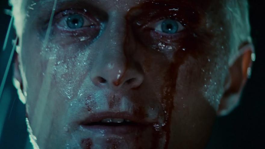 Fotograma de 'Blade Runner' (1982), con el actor Rutger Hauer en primer término