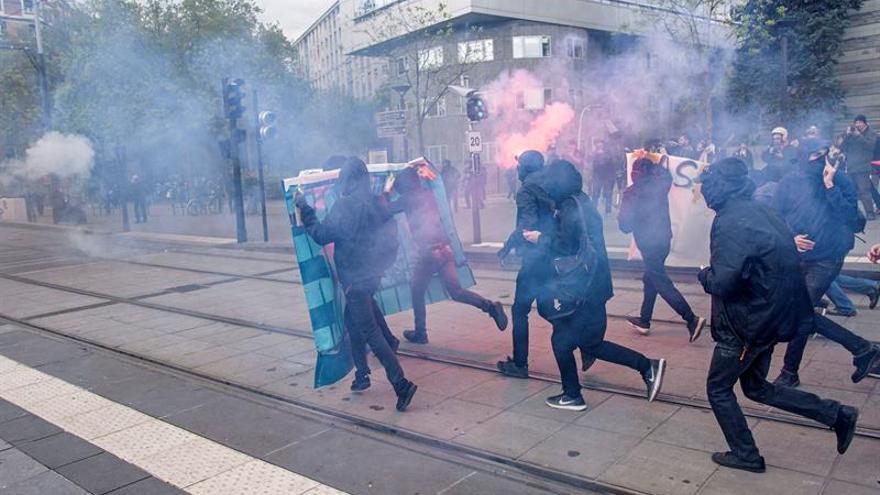 Altercados con la Policía en una protesta contra un mitin de Le Pen en París