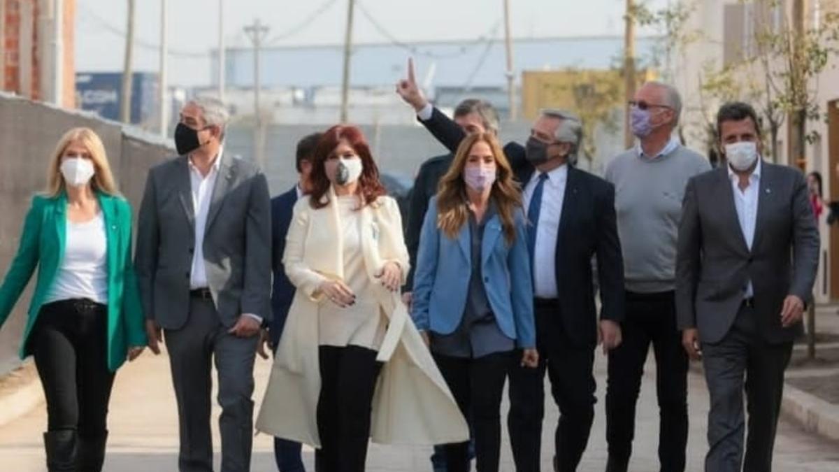 Alberto Fernández, Cristina Kirchner y los principales referentes del Frente de Todos, juntos, en un acto en el partido de Avellaneda.
