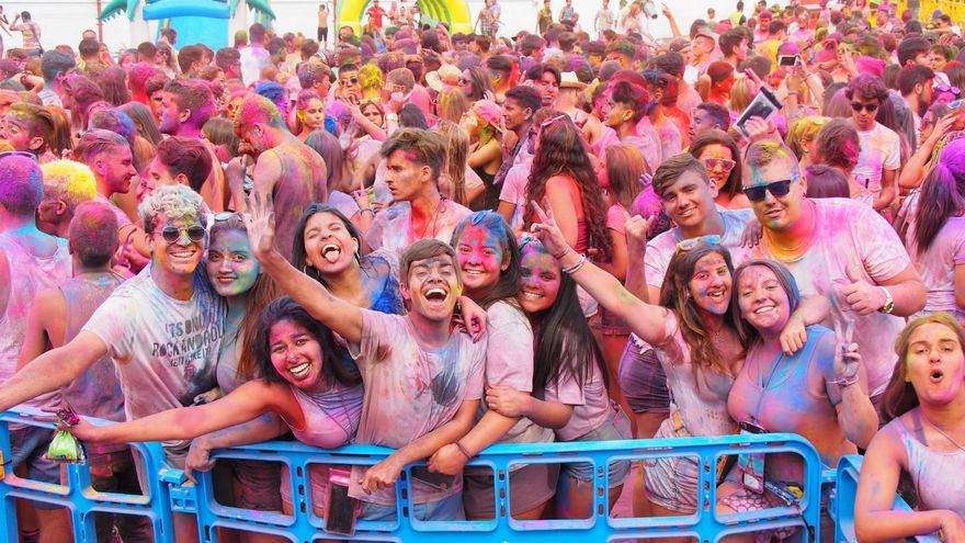 En la imagen, el Holi Festival en la tarde de este sábado. Foto: JOSÉ AYUT.