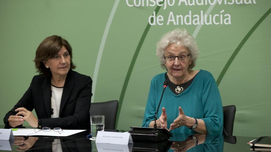 Soledad Gallego-Díaz con Emelina Fernández, izquierda.