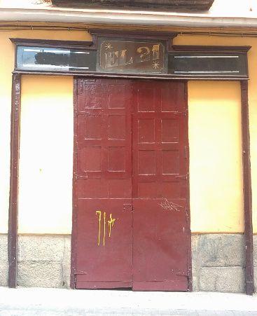 Pequeño trabajo de Ochoa, ya con los colores bastante deteriorados, en calle Santa Brígida