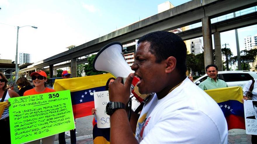 """Exilio denuncia """"detenciones arbitrarias"""" de """"Comando Antigolpe"""" en Venezuela"""
