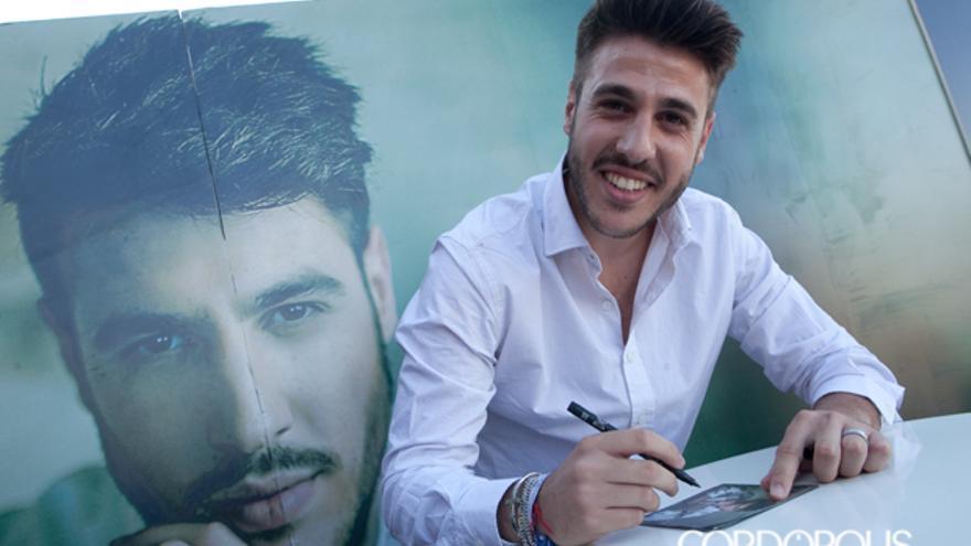 Antonio José firmó su disco en las instalaciones del Hipercor | MADERO CUBERO