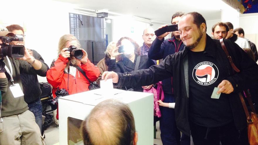 """Fernández (CUP) vota 'sí-sí' y desea que las urnas se queden para de """"decidirlo todo"""""""