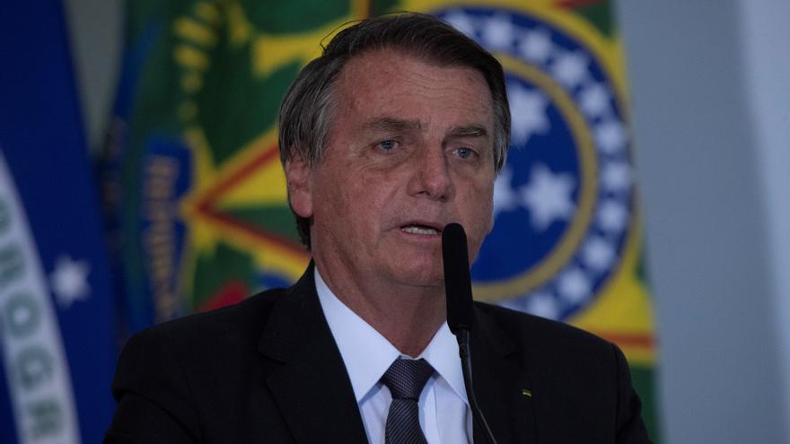 Bolsonaro dice que trabajará con Castillo tras haber criticado su victoria