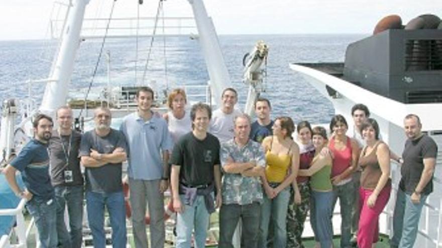 Científicos de la ULPGC que participarán en la expedición Malaspina, en una imagen de 2008. (ACFI PRESS)
