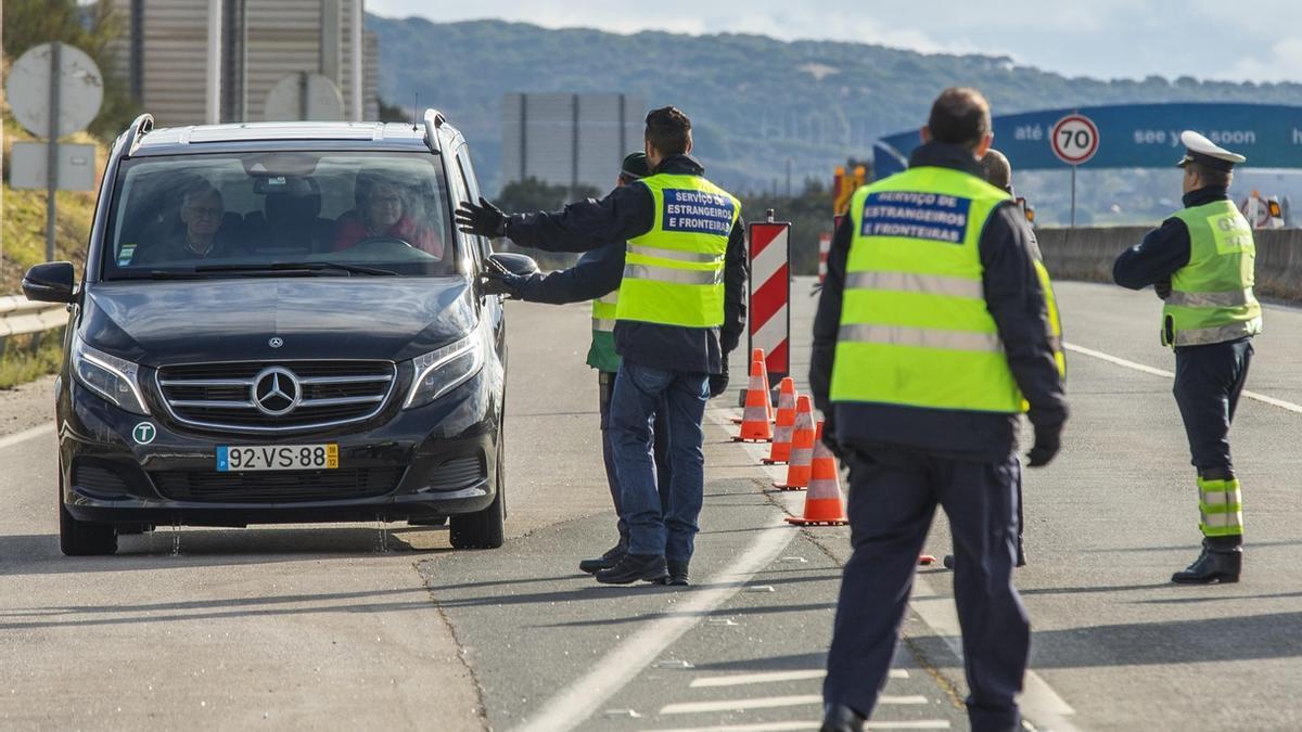 """Alcaldes fronterizos esperan """"con interés"""" la reapertura con Portugal debido al impacto económico"""