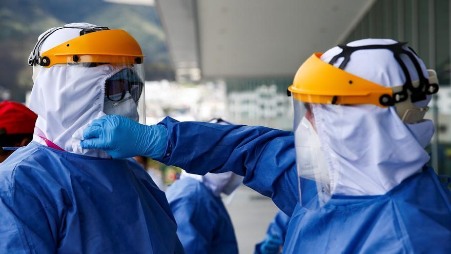 Ecuador confirma cinco casos de la covid-19 en tripulantes de carguero africano