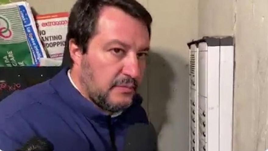Captura del vídeo en el que Matteo Salvini intimida a una familia tunecina