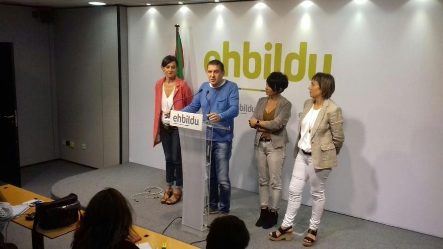 """Otegi reitera la oferta de pacto a tres a PNV y Podemos para dotar a Euskadi de un gobierno de """"máxima estabilidad"""""""