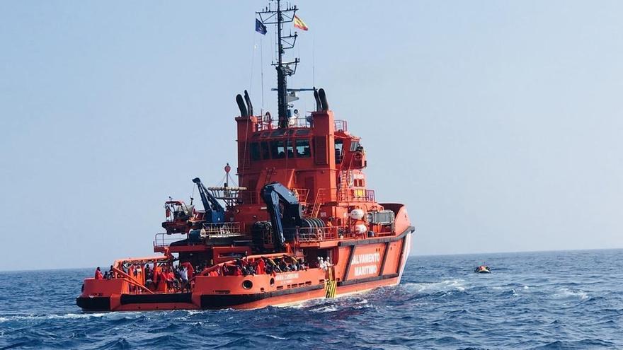 Rescatadas 219 personas y el cadáver de una mujer de tres pateras buscadas en el mar de Alborán