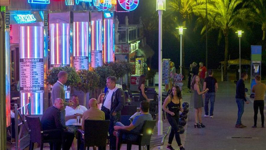 Dos agentes británicos se suman a patrullas Magaluf contra turismo borrachera