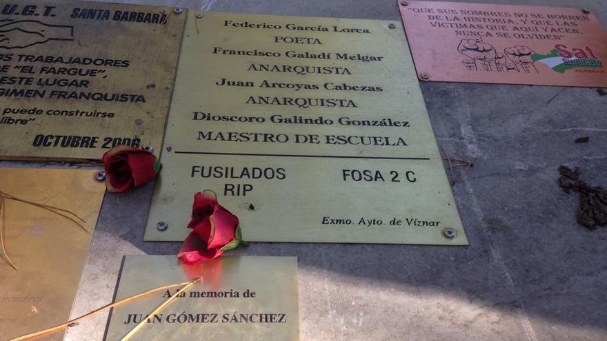 El Ayuntamiento de Víznar sitúa la fosa de García Lorca en el barranco y la señala con una placa