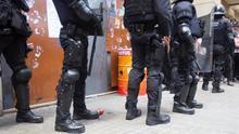 Policía Nacional vigilando en la calle por si hay altercados