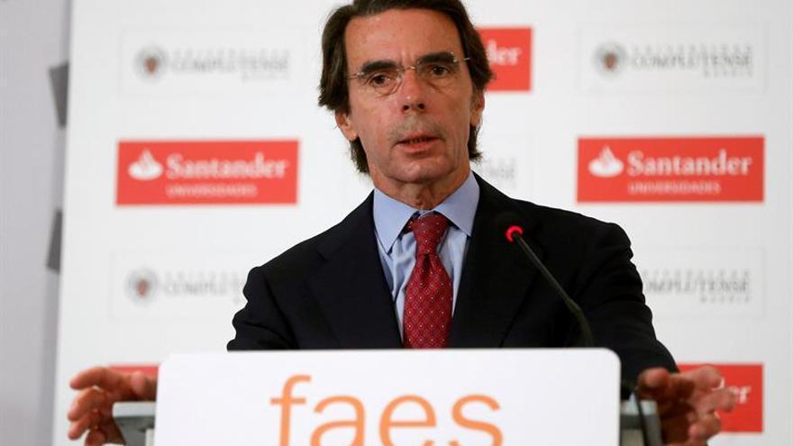 FAES renueva dirección sin políticos en activo y con nueve exministros Aznar