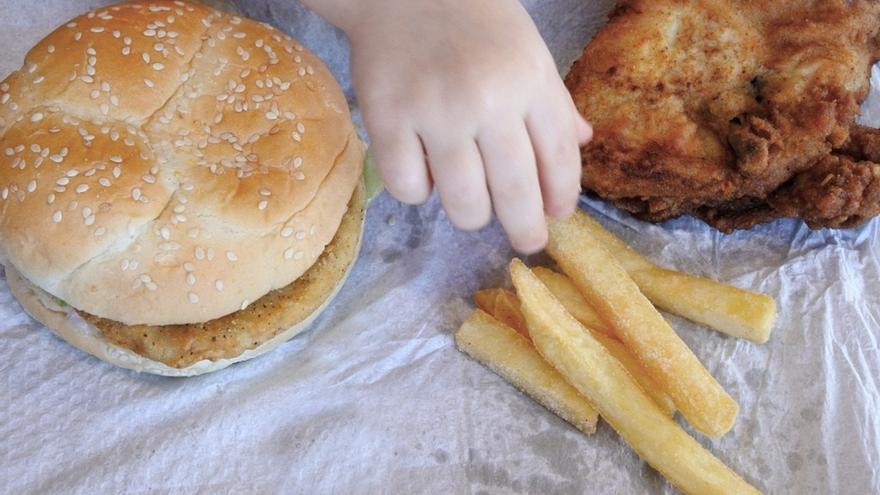 """Expertos consideran la obesidad infantil como el """"gran drama oculto"""" del coronavirus en los niños"""