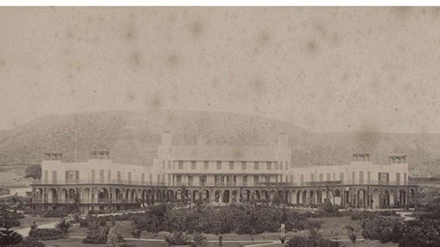 Hotel Santa Catalina y jardines exteriores, 1891. (Fedac).