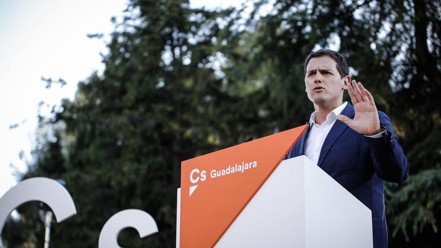 """Albert Rivera dice que sería """"profundamente injusto que la basura del PP y el PSOE"""" impidiera que hubiera presupuestos"""