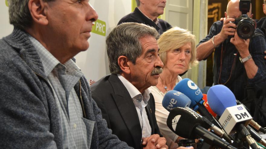 Miguel Ángel Revilla compareció muy tranquilo ante los medios de comunicación.