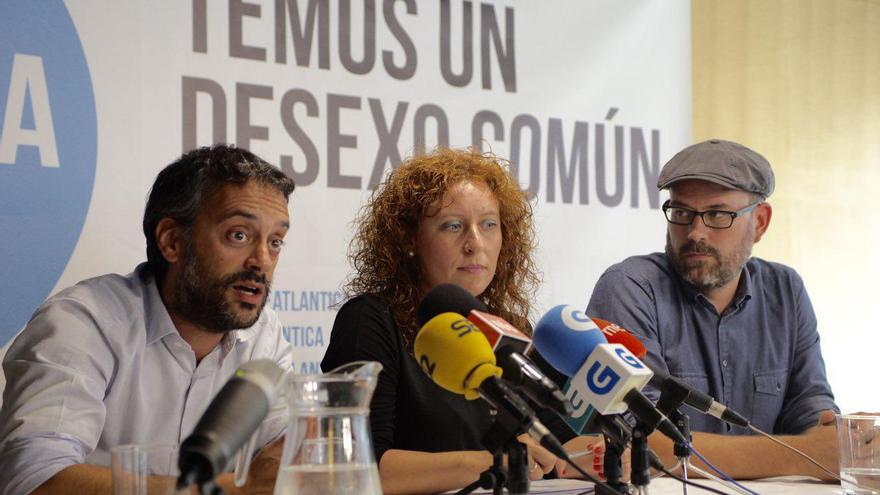 Xulio Ferreiro, Estela Pazos y Martiño Noriega, presentando las primarias en A Coruña